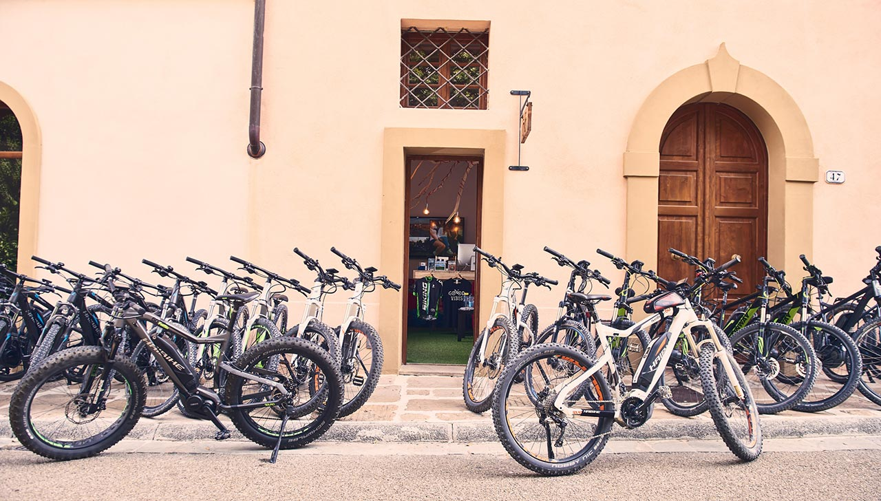 e-bike rental Tuscany - Castelfalfi (Montaione)