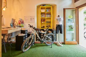 Biking Tuscany Tour - Bike shop